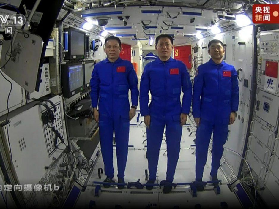 习近平与神舟十二号三位航天员天地通话