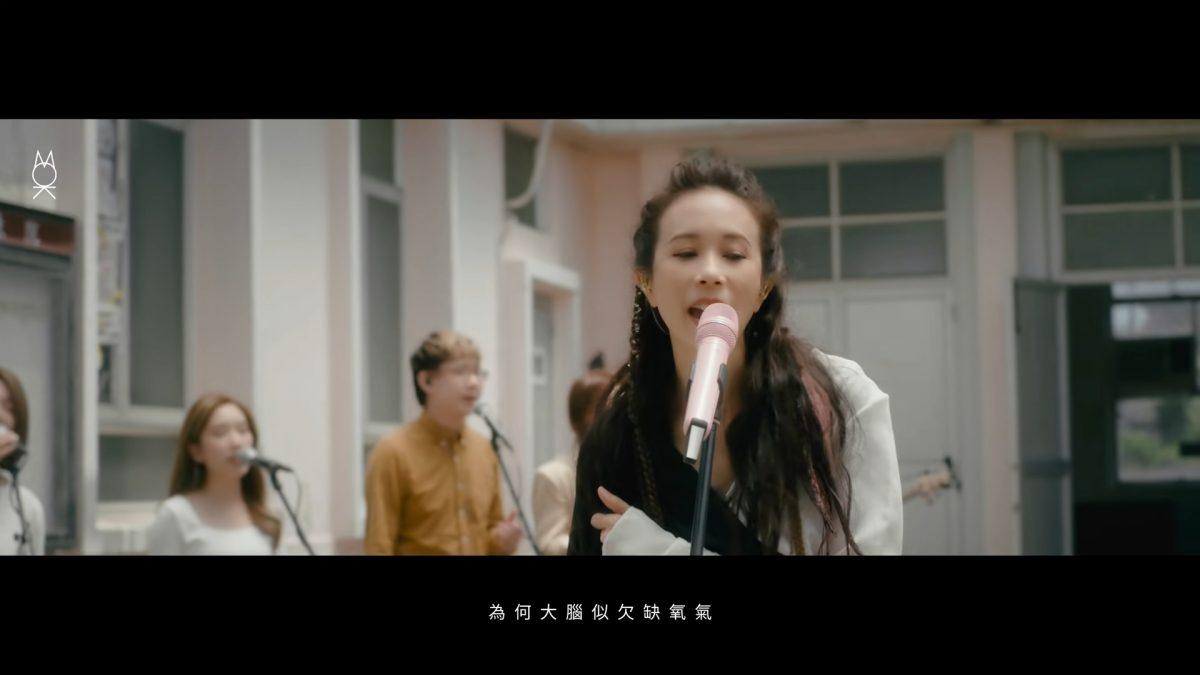 代表香港登纽约时代广告版 莫文蔚盼透过作品宣扬女性平权