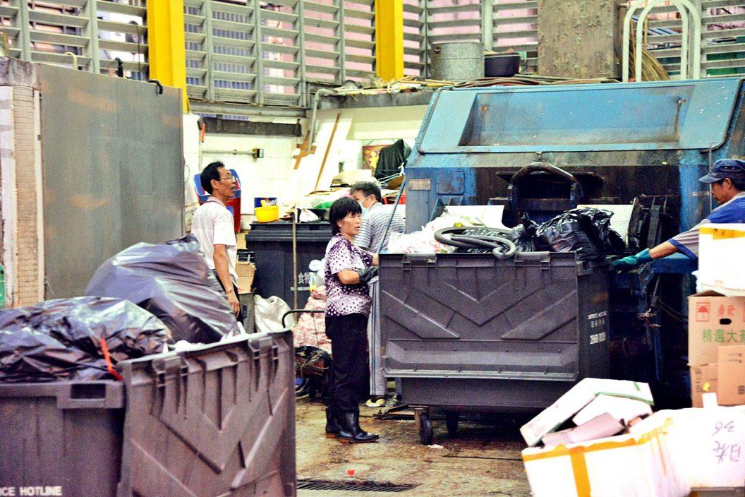 垃圾征费计划拟设18个月准备期 免费提供专用胶袋