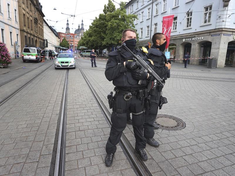 德国发生持刀袭击案3死5伤 警拘来自索马里疑凶