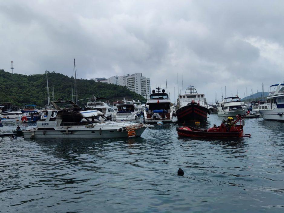 【三级火】香港仔南避风塘大火救熄 海面留大量油污
