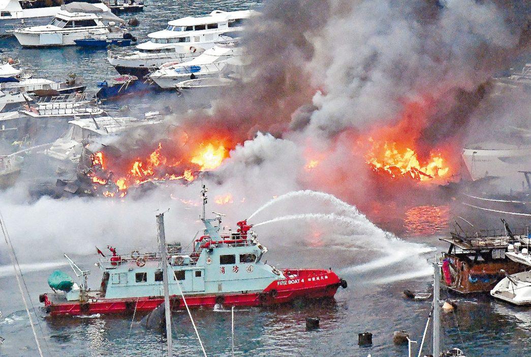 【三级火】火烧连环船毁30游艇 损失3亿