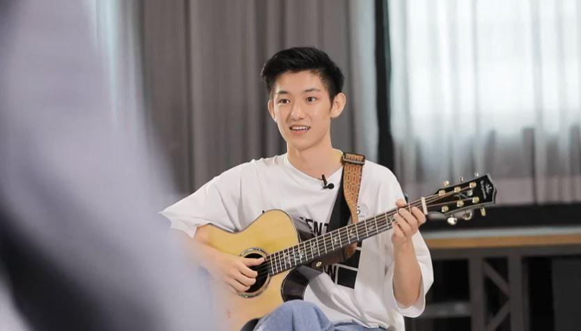 【ACE Talent初选】拎手机睇住歌词献唱 唐安麒狠批Hea爆参赛者冇礼貌