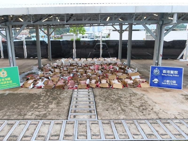 水警联同海关沙头角反走私 检值240万急冻牛肉龙虾