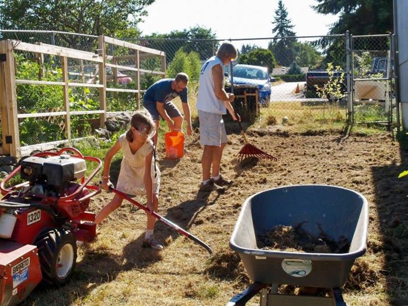 美国女童种菜建小木屋 助数十个流浪汉改善生活
