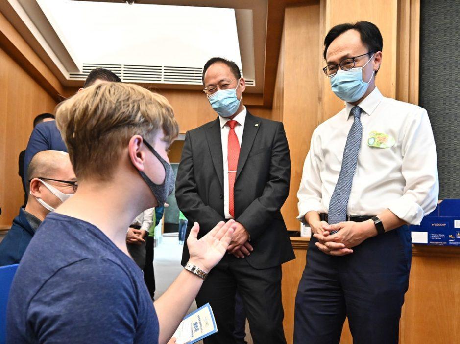 浸大200人接种新冠疫苗 聂德权到场视察