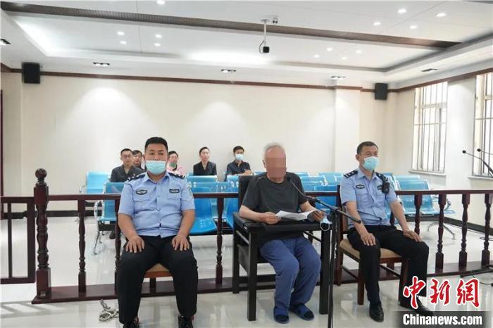 """被控巨额财产来源不明 内蒙古两名""""涉煤""""官员受审"""