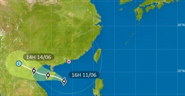 天文台預料,位於南海的熱帶低氣壓今日黃昏及晚上最接近本港。(天文台網頁截圖)