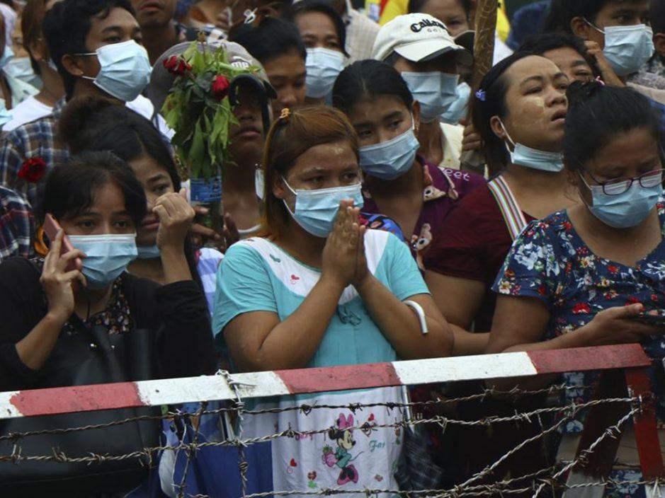 """缅甸释放2千多位抗议人士 警告媒体不能用""""军政府""""字眼"""