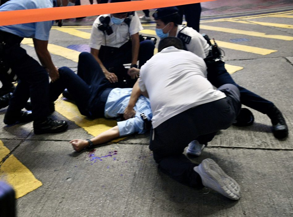 """政党讉责袭击警员行为 批""""幕后推手""""美化暴力行径"""
