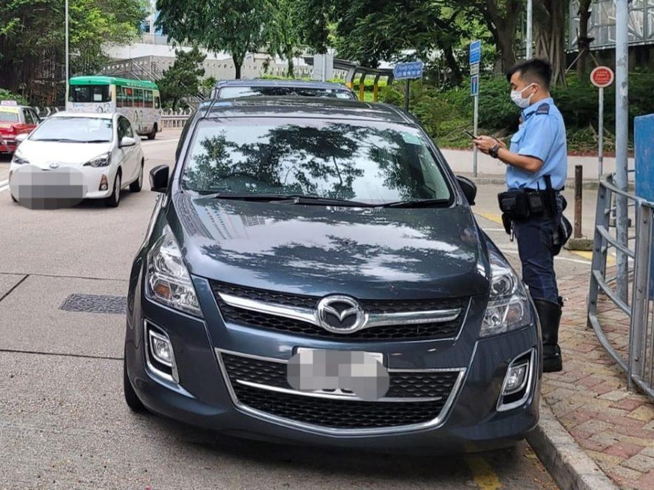 东九龙警打击违泊 发逾2千张牛肉干拖走7车