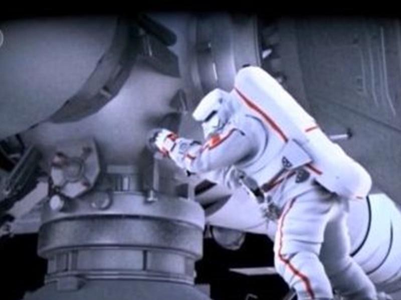 3航天员进行首次出舱活动 任务之一抬升舱外全景摄像机位置