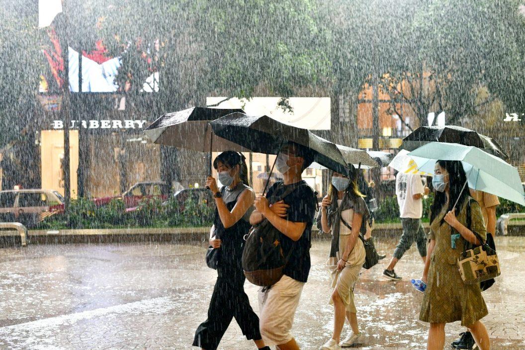 双旋共舞明后日狂风骤雨增多 周末天晴酷热