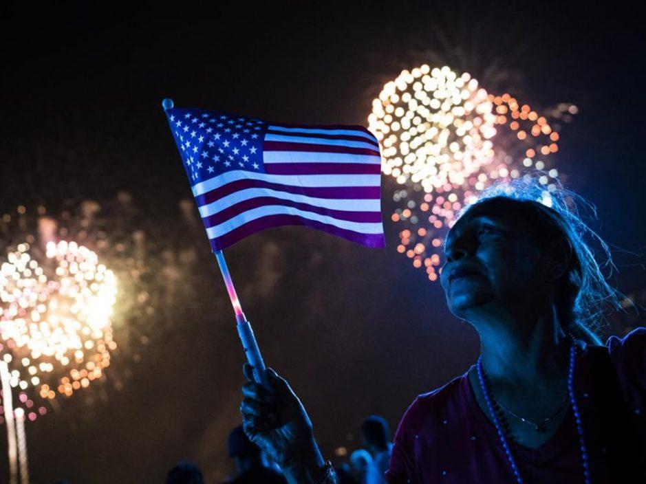 美国245周年国庆 多地无视忘却疫情举行大型活动