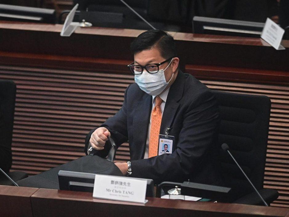 """邓炳强谴责美化袭警者 扬言将恐怖分子""""打成过街老鼠"""""""