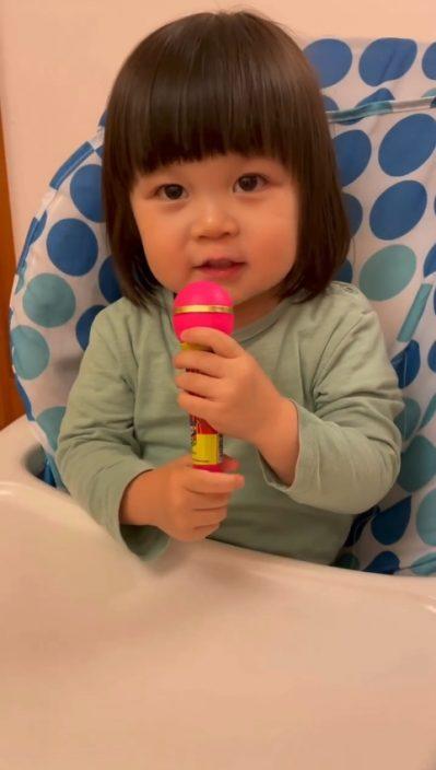 """【挑机】被两岁半""""姜糖""""唱《蒙着嘴》融化  姜涛大呼:来做我女儿吧"""