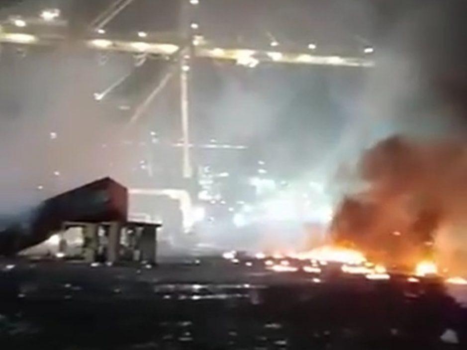 迪拜港口一艘船上化学品爆炸 引发大火