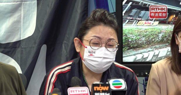 鄧懷琛太太說,丈夫只是愛護家園,但飛來橫禍,希望傳媒可以協助伸張正義(施華駿攝)